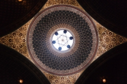 The ceiling of the Spanish Synagogue