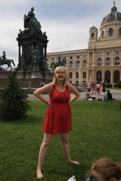 Emily in Maria Theresien Platz