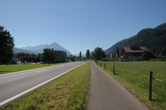 The road to Unterseen