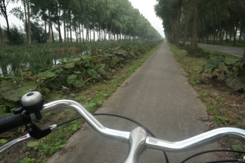 Cycling to Damme